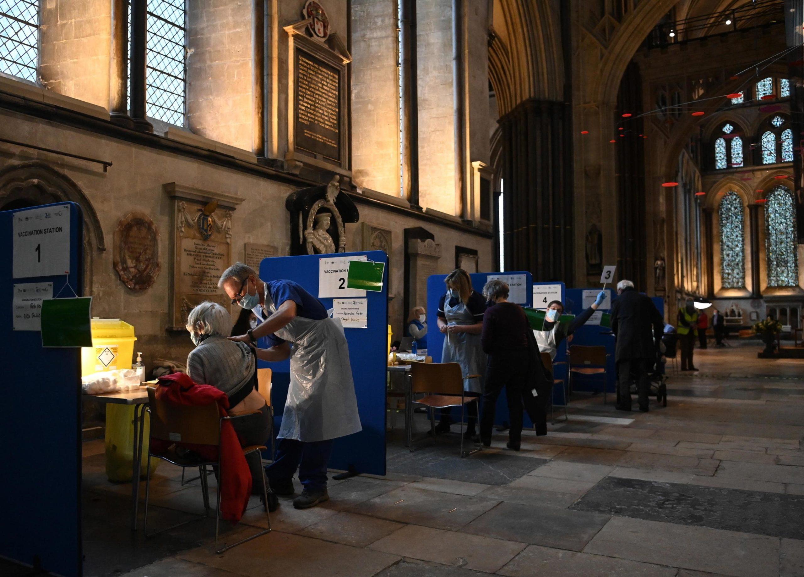 Nel Regno Unito si sfrutta ogni spazio disponibile. In foto la Cattedrale di Salsbury